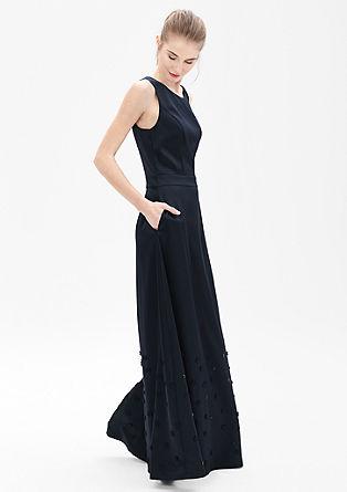 Vyšívané večerní šaty ze saténu