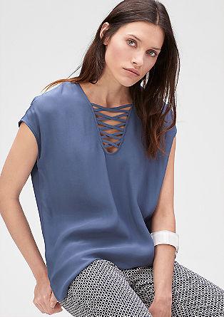 Weite Bluse mit reizendem Ausschnitt