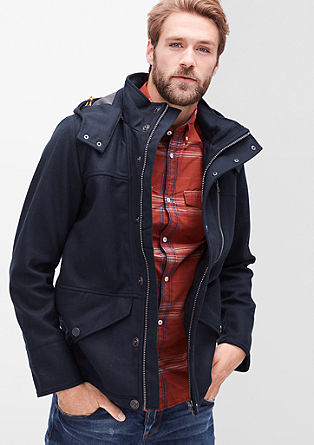 Wollen jas met capuchon en visgraatstructuur