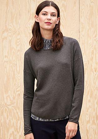 Zachte fijngebreide trui met een langer voorpand