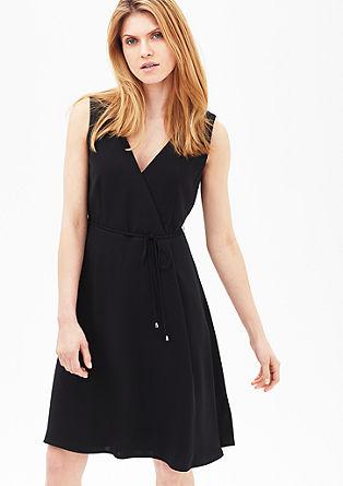 Zwierige jurk met een V-hals