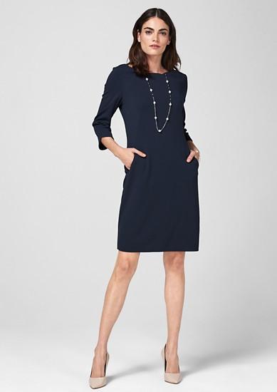 Crêpe-Kleid mit Wellen-Ausschnitt