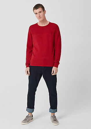pulovr sžebrovými detaily
