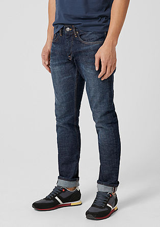 Close slim: dark denim jeans