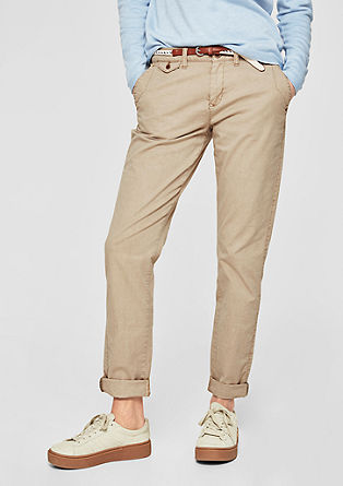Smart chino: broek met een garment-washed effect