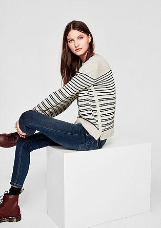 Pletený pulovr sproužkovaným vzorem