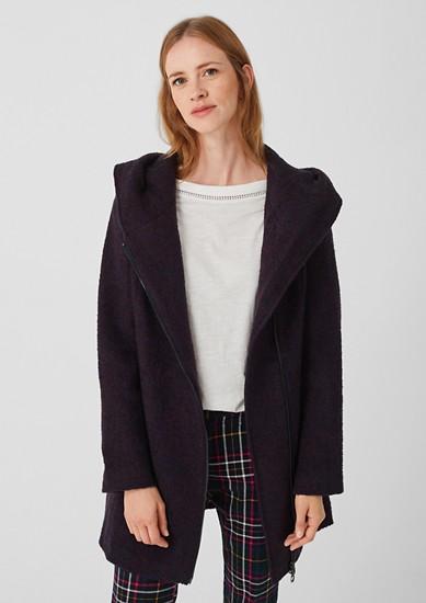 Buklé kabát svelkou kapucí