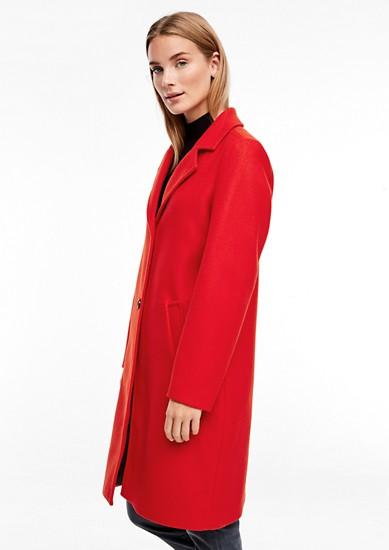 Klasický kabát se vzhledem vlny