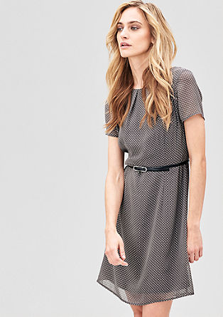 Schwingendes Kleid mit Gürtel