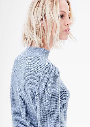 Ribgebreide trui met een opstaande kraag