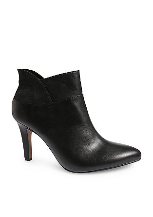Ankle Boots im Materialmix