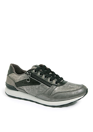 Glänzende Sneaker im Materialmix