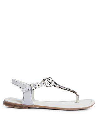 Leren sandalen met een etnische look