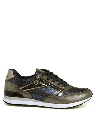 Glamour-Sneaker im Materialmix