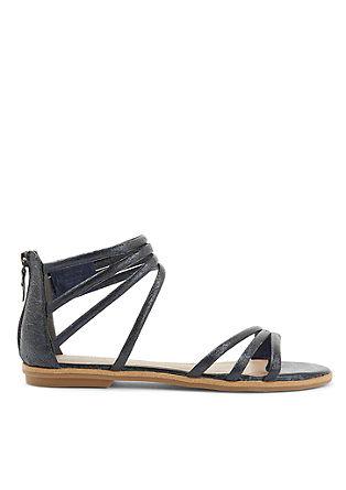 Sandali s paskom v kovinski barvi