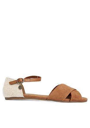 Flache Sandalen aus Textil