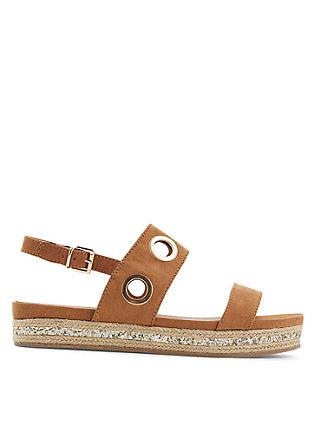Sandali s kovinskimi detajli