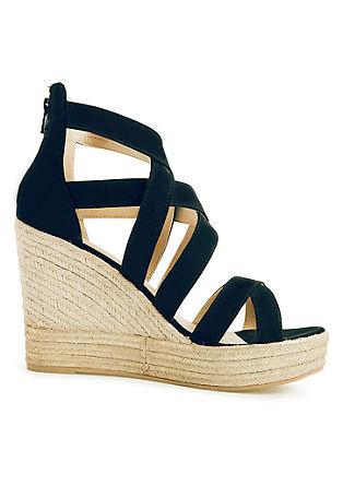 Sandali s polno peto iz kombinacije materialov