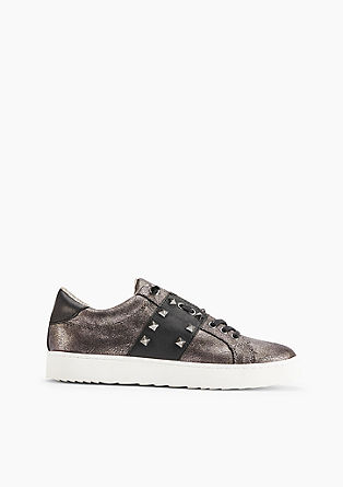 Metallic sneakers met studs