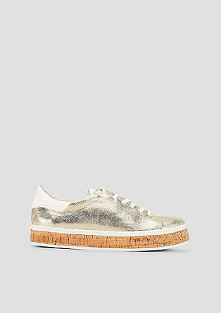 Sneakers van een materiaalmix