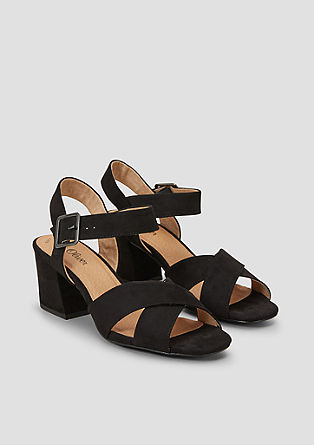 Sandalete s prekrižanim paščkom