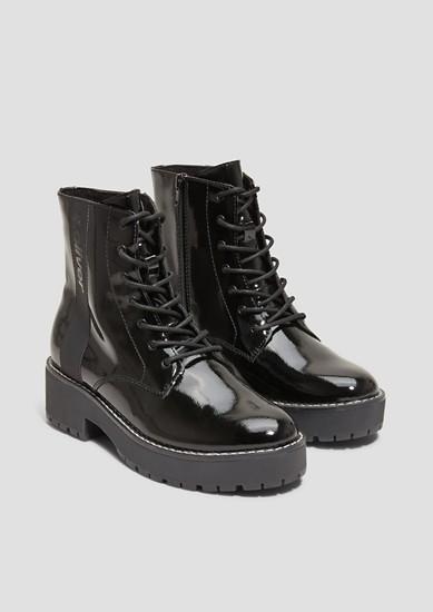 Boots in Lack-Optik