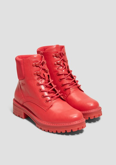 Rote Trend-Boots