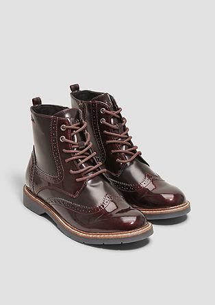 Boots mit Lochmuster