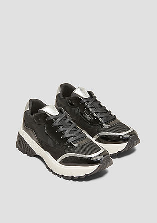 Robuuste sneakers van een materiaalmix