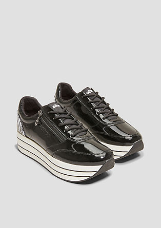 Lack-Sneaker mit Plateau