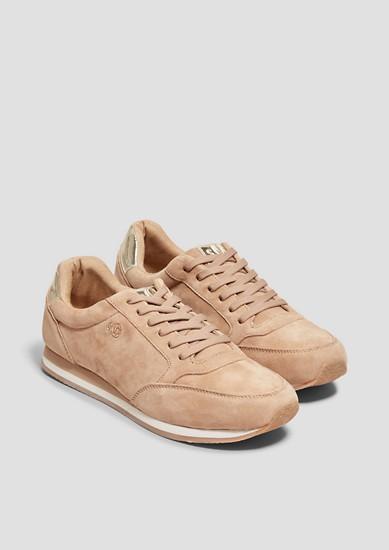 Usnjeni čevlji z vezalkami z detajli kovinske barve