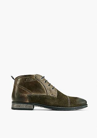 Boots im Materialmix