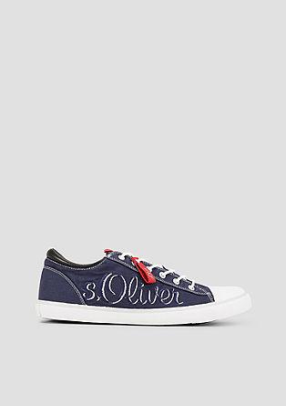 Sneaker mit Label-Stitching