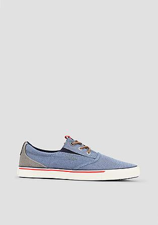 Canvas-Sneaker im maritimen Look