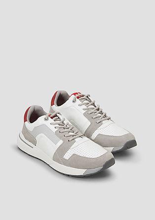 Sportieve sneakers van een materiaalmix