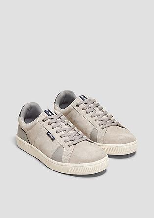 Retro-Sneaker aus Veloursleder