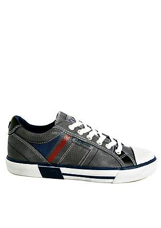 Sneakers mit dynamischen Streifen