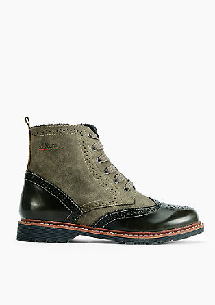 Boots in brogue style