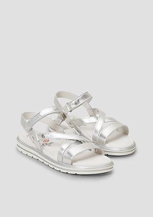 Sandali z jermenčkom v kovinski barvi