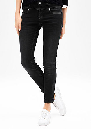 Slim: garment washed jeans