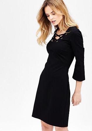 strečové šaty se šňůrkovou ozdobou