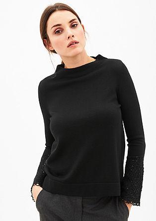 Wollen trui met bestikte mouwen