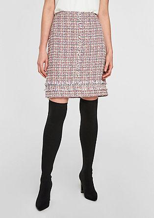Krátká sukně zbuklé, střásněmi