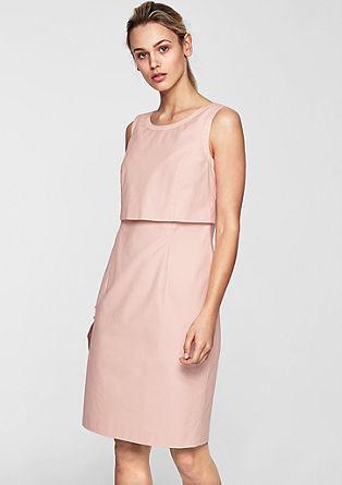 Krátké šaty svrstveným vzhledem