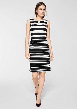 Vzorované pouzdrové šaty