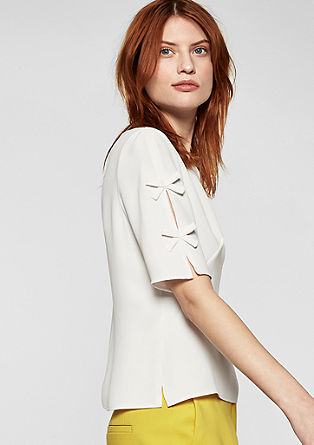 Bluza z detajli s pentljicami