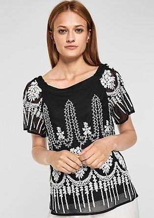 Bluza z vezenino in golimi rameni