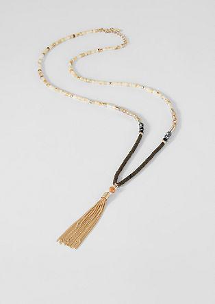 Náhrdelník se střapcem a ozdobnými perlami