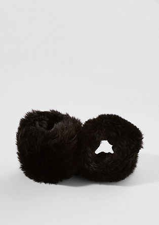 Faux fur wrist warmers from s.Oliver