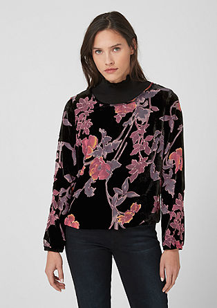Velvet top with laser cut pattern from s.Oliver